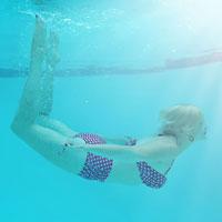 woman-swimming-pool
