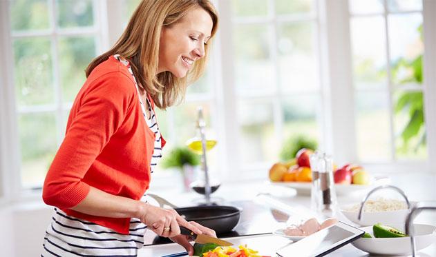 healthy-woman-chopping