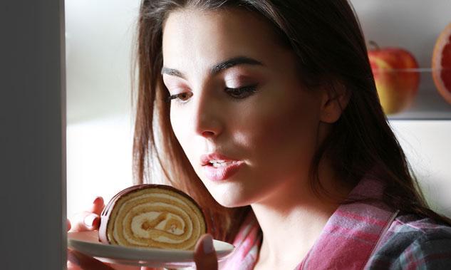 woman-comfort-eating